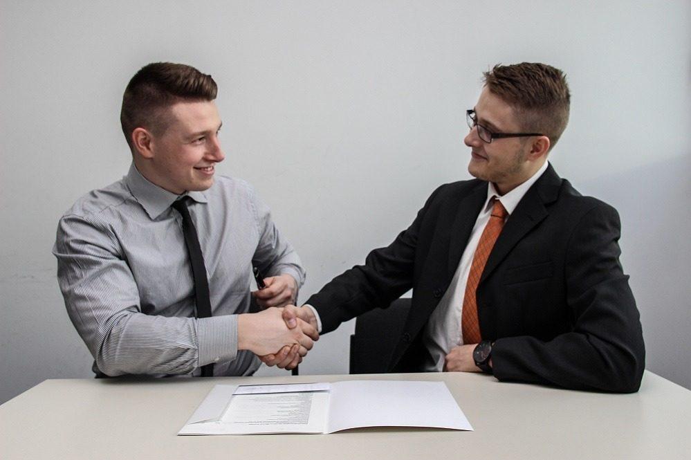 Crea alianzas comerciales que te ayuden a crecer